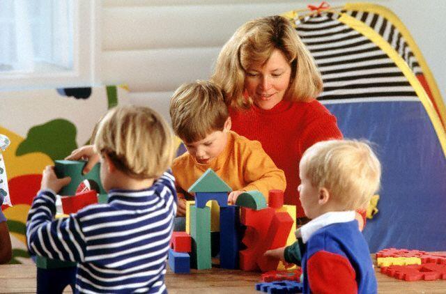 أصول اللعب مع طفلك في أول عامين .. ليصبح طفلك عبقرياً