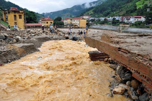 37 قتيلاً في فيضانات وانزلاقات تربة في فيتنام
