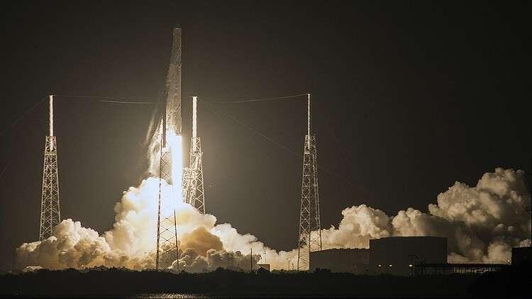 """""""سبيس إكس"""" تطلق 10 أقمار اصطناعية دفعة واحدة"""