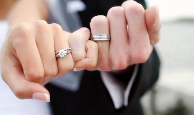 هل حلمت بالزواج .. اليك التفسير