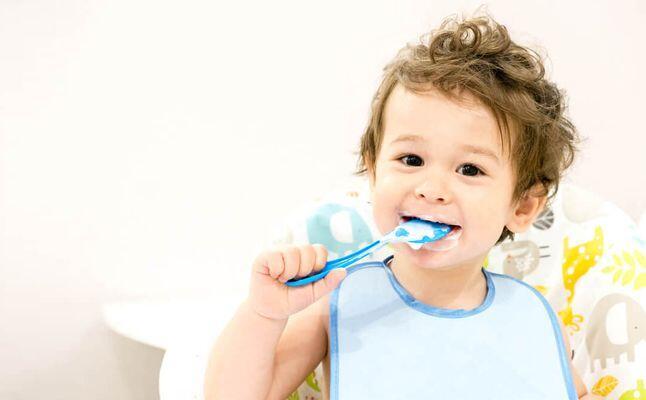 اسباب رائحة الفم الكريهة عند الأطفال عمر سنتين