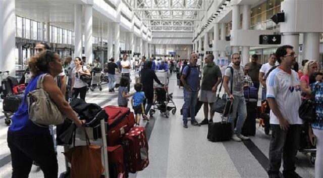 كيف تتفادى ازدحام المطارات؟