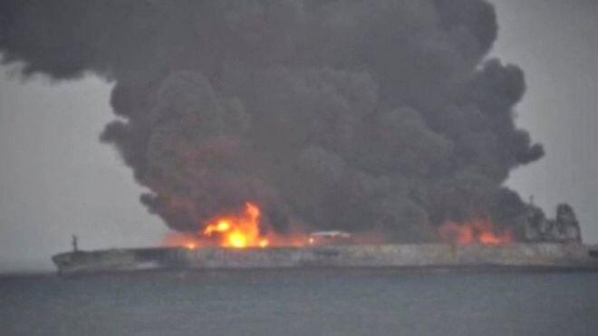 Un pétrolier qui brûle au large de la côte chinoise «risque d'exploser»