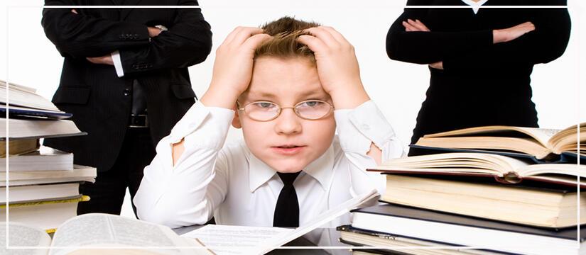 10 اشياء تقضى على ذكاء طفلك فإحذريها!