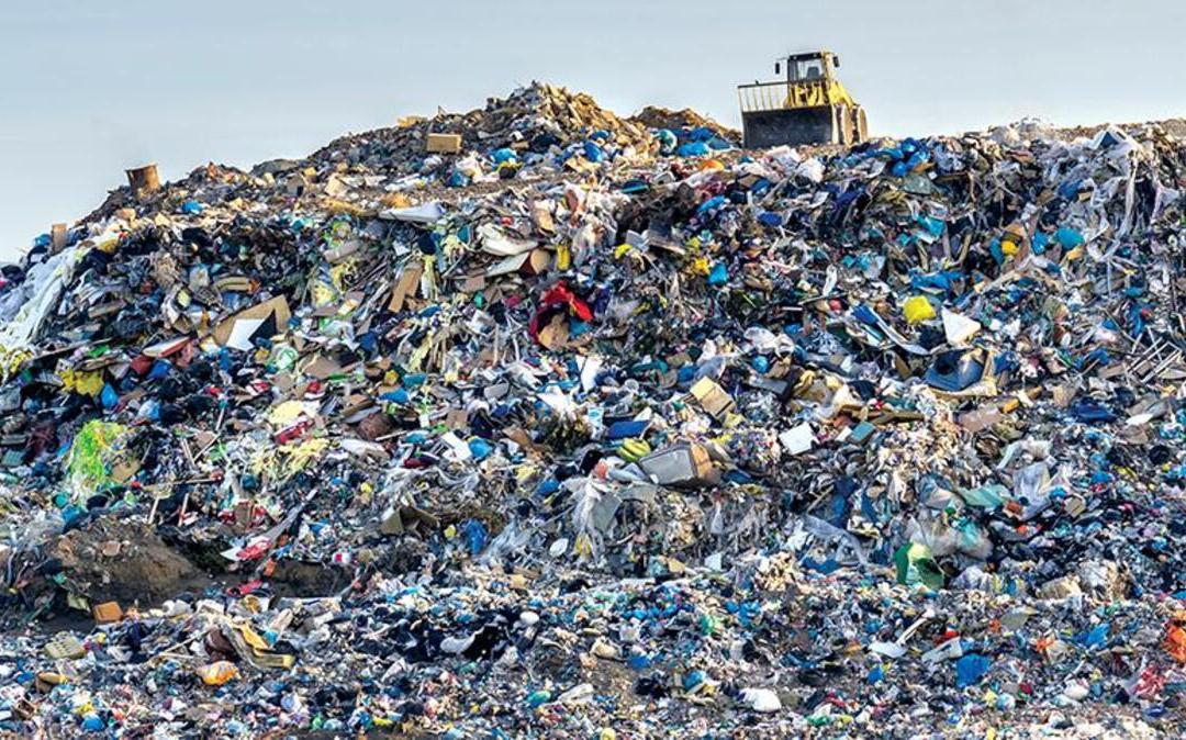 سياسات إدارة النفايات: خراب بيئي ومخاطر صحية ونهب للمال العام