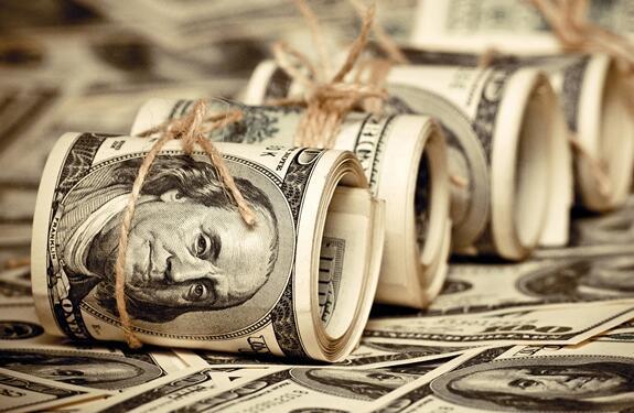 تصنع الأوراق النقديّة من القطن والكتّان، بينما تصنع العملات المعدنيّة في أغلب الدول من النحاس، والنيكل، والزنك