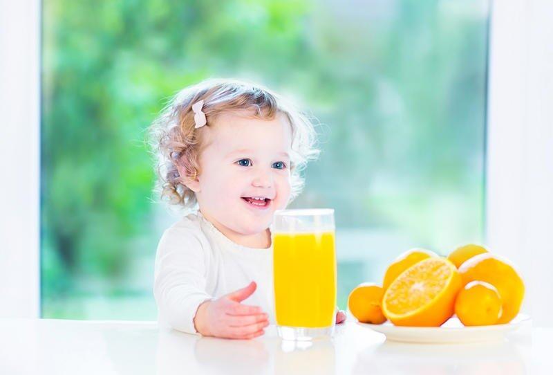 8 احتياطات قبل إعطاء طفلك عصير البرتقال