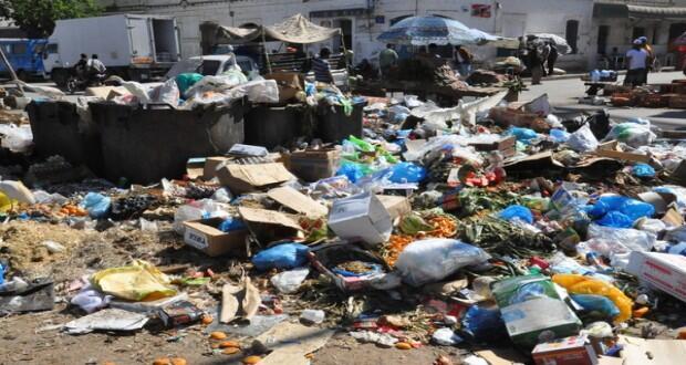 النفايات في طنجة تثير الجدل من جديد..روائح كريهة وغازات سامة