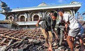 ارتفاع عدد قتلى زلزال إندونيسيا إلى أكثر من 320
