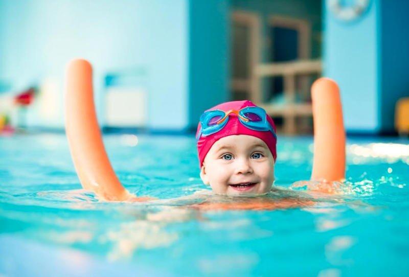 نصائح لحماية طفلك من مخاطر السباحة