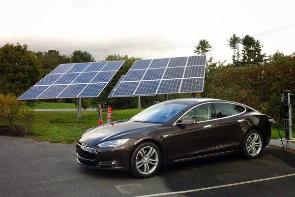 Tesla charging from solar pv
