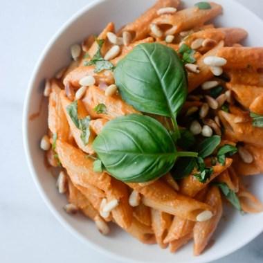 Vegansk pastasaus med bakt paprika og cashewnøtter