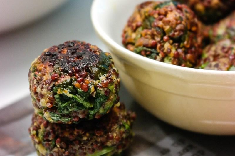 Sunne, proteinrike og dødsgode! Det er spinat- og quinoabollene beskrevet med tre ord.