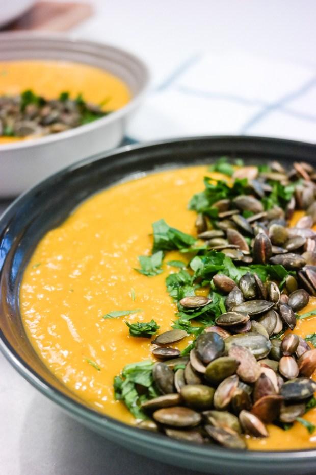 Vegansk gresskarsuppe med cayenne, ingefær og sitron