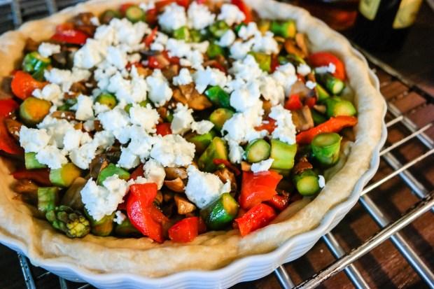 Hva tenker du om pai? At det er helt perfekt til alle måltid? Nettopp! Her er en variant med asparges og paprika.