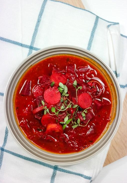 Har du prøvd rødbetesuppe? Det er den perfekte vintersuppa, og den smaker like mye som den er fargesterk!