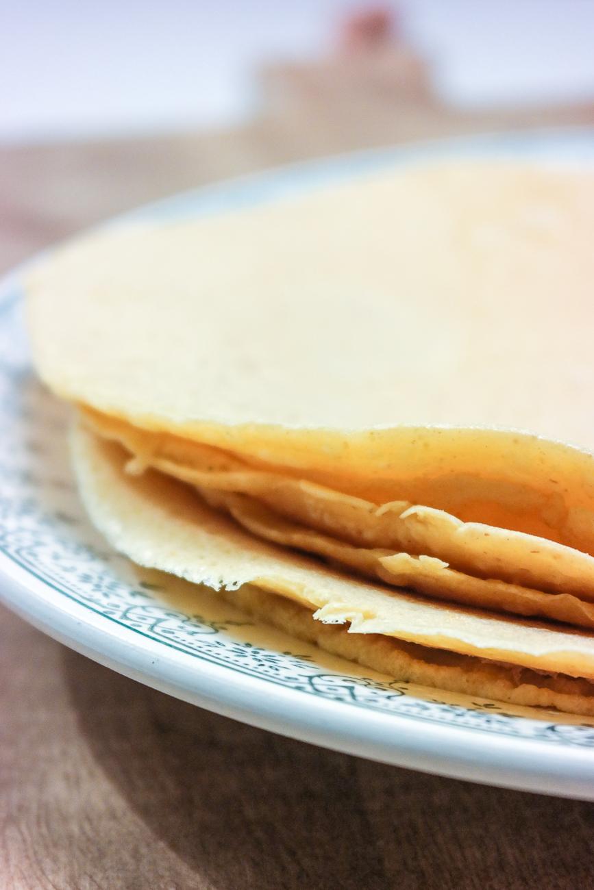 Lag pannekaker av kikertmel - socca. Glutenfritt og vegansk.