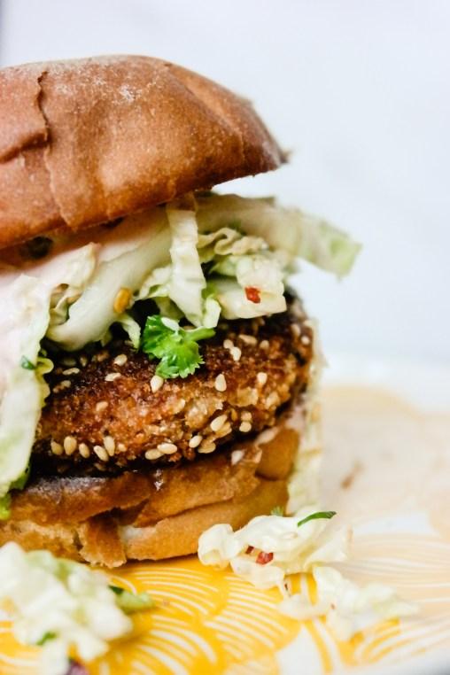 Oh hello there, my burger love! Dette er veganske, asiatiske burgere (!) av bokhvete. Oh yes.