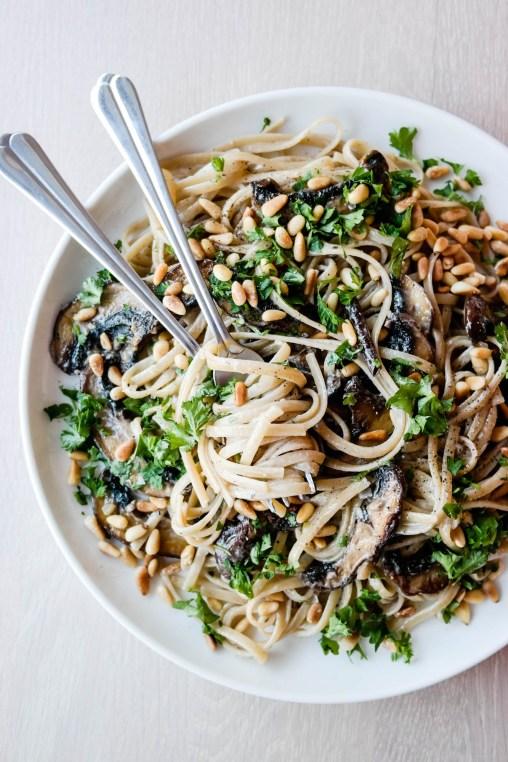 Luksusmat trenger ikke ta lang tid. Ikke engang når det er pasta med sopp og fløtesaus (vegansk!) på menyen.