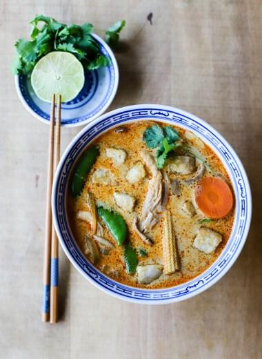 Vegansk massaman curry med fritert tofu