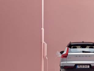 259204_Volvo_XC40_Recharge_P8_AWD_in_Glacier_Silver