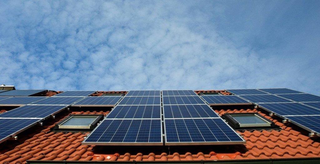 Panneaux solaires dans l'Aube pour produire son électricité.