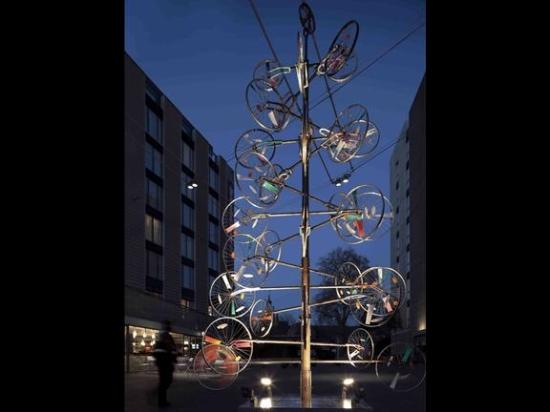 christmas tree at bermondsey square3