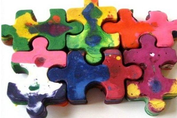 Jumbo puzzle pieces crayons