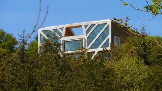 large sustainable tree house 2