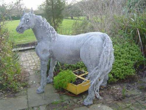 Lucia Corrigan wire horse sculpture