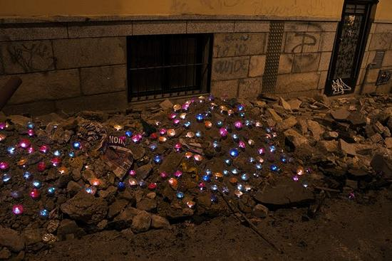 luzinterruptus creates amazing light art on madrid