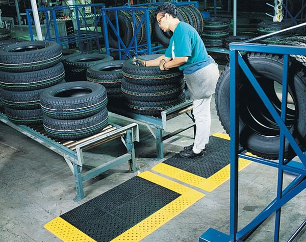 Mats from recycled tires
