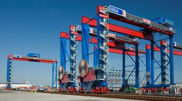 Rail yard and port cargo handling equipment