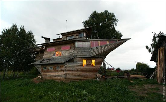 recycled ship house 10