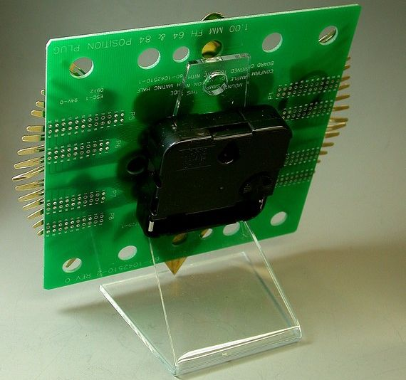 Recycled circuit board clock 3