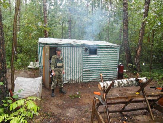 russian forest dweller hugs eco living beyond mini