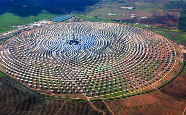 Molten salt solar power plants