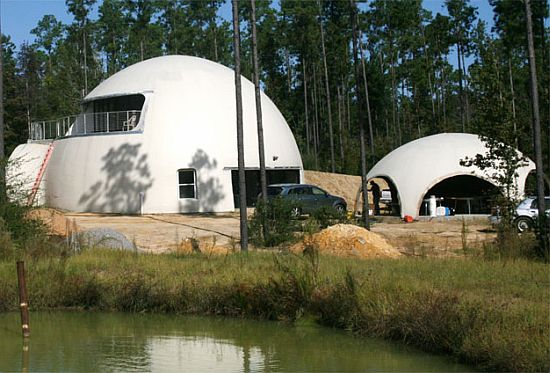 Inflatable dome home in louisiana embraces energy for Energy efficient concrete homes