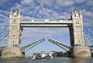 PlanetSolar-Tower-Bridge-2-Photo-Ania-Dabrowska_600_411