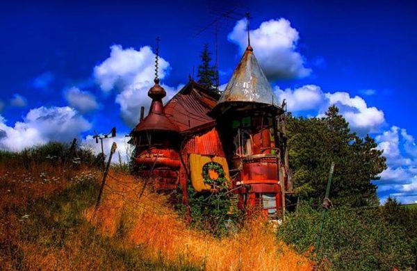 junk-castle-537x358