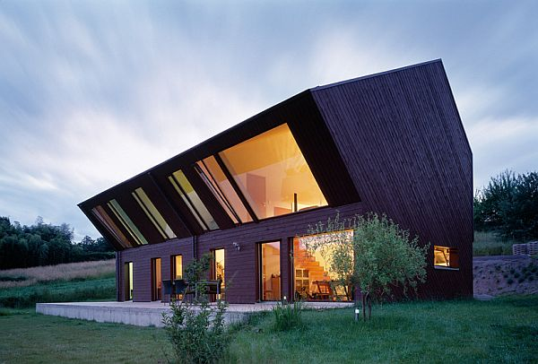 Crooked House by The FOVEA Architects