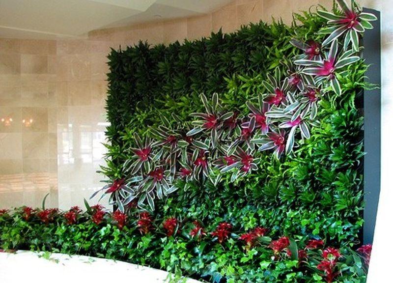 verticale- garden &quot;width =&quot; 800 &quot;height =&quot; 576 &quot;srcset =&quot; https://i2.wp.com/greendiary.com/wp-content/uploads/2018/03/vertical-garden.jpg?w=800&amp;ssl=1 800w, https://i2.wp.com/greendiary.com/wp-content/uploads/2018/03/vertical-garden.jpg?resize=216%2C156&amp;ssl=1 216w, https://i2.wp.com /greendiary.com/wp-content/uploads/2018/03/vertical-garden.jpg?resize=300%2C216&amp;ssl=1 300w, https://i2.wp.com/greendiary.com/wp-content/uploads/ 2018/03 / vertical-garden.jpg? Resize = 768% 2C553 &amp; ssl = 1 768w, https://i2.wp.com/greendiary.com/wp-content/uploads/2018/03/vertical-garden.jpg?resize = 585% 2C421 &amp; ssl = 1 585w &quot;sizes =&quot; (larghezza massima: 800px) 100vw, 800px &quot;data-recalc-dims =&quot; 1 &quot;/&gt;  </p> <p><!-- Quick Adsense WordPress Plugin: http://quickadsense.com/ --></p> <p> Fonte immagine: theselfsufficientliving.com </p> <p> Il giardino verticale autunnale progettato da Danielle Trofe è affascinante e innovativo. Ha usato la tecnologia idroponica per progettare il suo giardino chiamato Live Screen. Trofe ha sviluppato questa idea per gli abitanti delle città in difficoltà nello spazio. È un&#39;opera d&#39;arte meravigliosa e sembra incredibile. La sua funzionalità come divisorio, che valorizza l&#39;arredamento interno e fornisce un&#39;opzione come <strong> Idee per giardini verticali da interno auto-irrigazione </strong> ne fa un concetto che può rapidamente diventare la prossima furia del design d&#39;interni. </p> <p> Questo particolare La versione di <strong> Idee per giardini verticali da interno con irrigazione automatica </strong> utilizza una pompa acquatica per fornire acqua alle piante attraverso tubi di plastica collegati a serbatoi su ciascuno dei poli. Il tubo fornisce acqua al piano in alto e l&#39;acqua scorre quindi verso il resto delle piante. Puoi creare un sistema idroponico come questo e progettare un fantastico giardino verticale al chiuso. </p> <h2> Fioriere viventi </h2> </p> <p