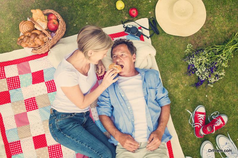 Green-picnic-accessories.
