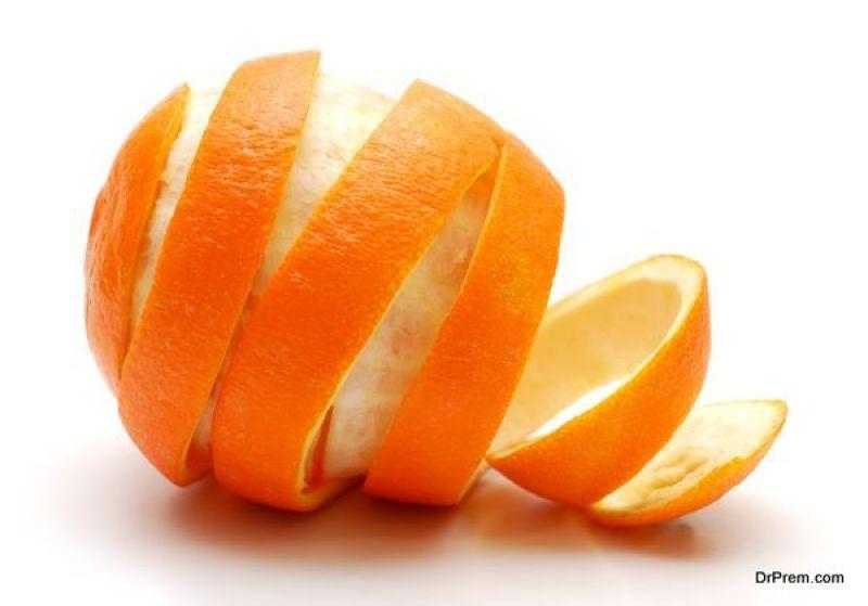Scorza a buccia d&#39;arancia &quot;larghezza =&quot; 800 &quot;altezza =&quot; 559 &quot;srcset =&quot; https://i2.wp.com/greendiary.com/ wp-content / uploads / 2018/06 / Orange-peel.jpg? w = 600 &amp; ssl = 1 600w, https://i2.wp.com/greendiary.com/wp-content/uploads/2018/06/Orange-peel .jpg? resize = 216% 2C151 &amp; ssl = 1 216w, https://i2.wp.com/greendiary.com/wp-content/uploads/2018/06/Orange-peel.jpg?resize=300%2C210&amp;ssl=1 300w , https://i2.wp.com/greendiary.com/wp-content/uploads/2018/06/Orange-peel.jpg?resize=585%2C409&amp;ssl=1 585w &quot;sizes =&quot; (larghezza massima: 800px) 100vw, 800px &quot;data-recalc-dims =&quot; 1 &quot;/&gt; </p> <p> <strong> Ingredienti: </strong> Barattolo di muratore / contenitore a tenuta d&#39;aria, aceto bianco e bucce d&#39;arancia essiccate </p> <p> L&#39;olio di arancia è un anti- agente batterico Puoi farlo facilmente a casa Raccogli più bucce d&#39;arancia che puoi in un barattolo / contenitore a tenuta d&#39;aria Quando hai abbastanza bucce, versa l&#39;aceto sopra le bucce fino alla cima del barattolo. </p> <p> Quindi posiziona il contenitore in un posto soleggiato, preferisco sul davanzale della cucina. Lasciare riposare per circa 3 giorni, poi dopo che la luce del sole ha fatto il suo lavoro, e dopo aver ottenuto un bel colore, sarai in grado di vedere che il tuo olio d&#39;arancia è pronto. Filtrarlo attraverso un filtro a rete e conservare in un luogo fresco e buio. </p> <h2> Detergente per olio arancione: Metodo 2 </h2> <p> <strong> Ingredienti: </strong> Scorze d&#39;arancia, acqua </p> <p> <strong> Cos&#39;altro ti serve </strong>: Occhiali di protezione, guanti impermeabili, coltello da cucina, casseruola con coperchio, fornello, presine, ciotola, filtro, imbuto, flacone spray. </p> <p> Un altro metodo per rendere più pulito l&#39;olio d&#39;arancio è rimuovere la parte bianca dall&#39;arancia macina e taglia la porzione arancione in parti più piccole, in pezzi da 1 pollice o più piccoli. </p> <p> Metti 