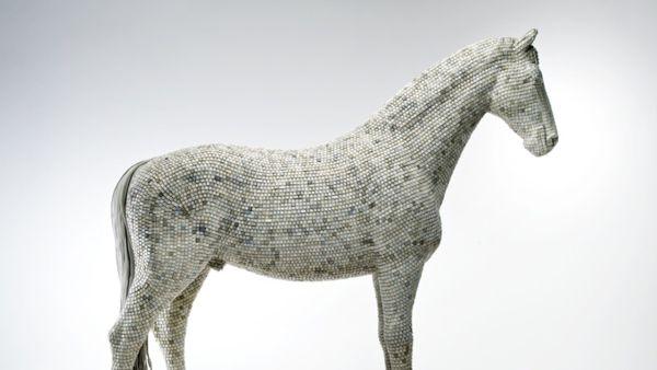 Hedonsm (y) Trojaner Horse Sculpture