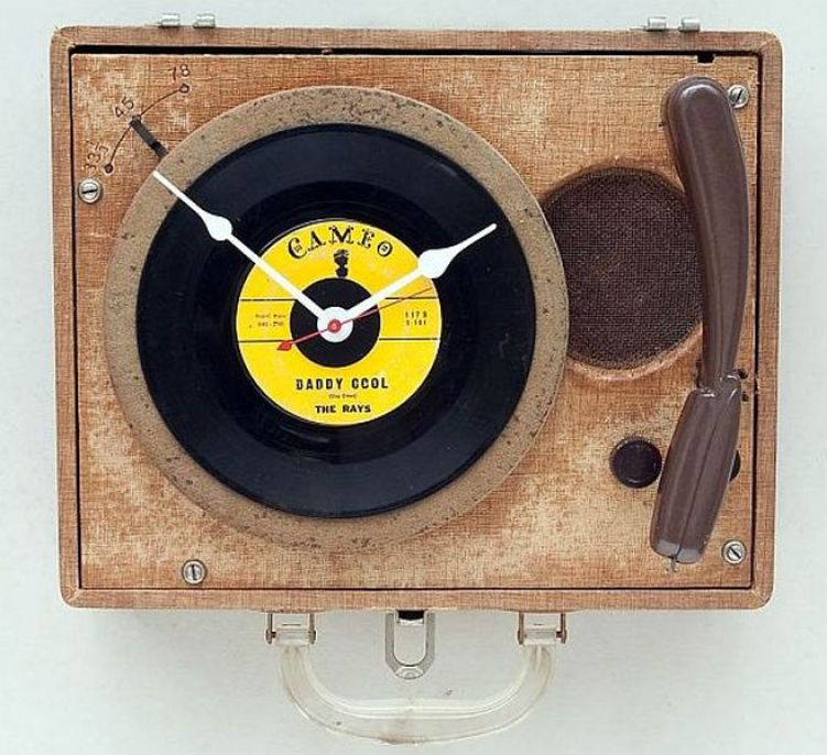 Recycled record player becomes clock for geeky audiophiles