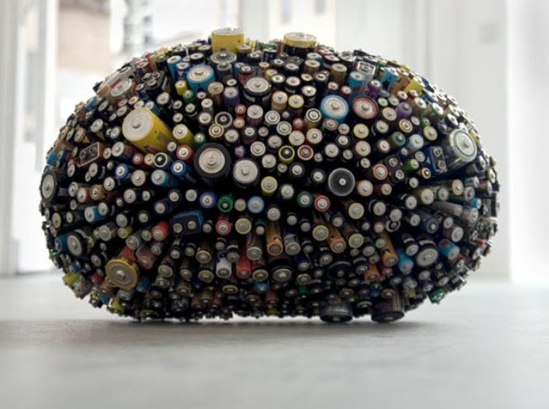Spanish artist creates art out of recycled trash