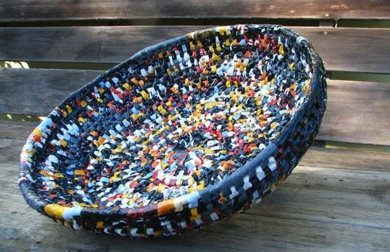 Artist makes beautiful basket from recycled plastic bags