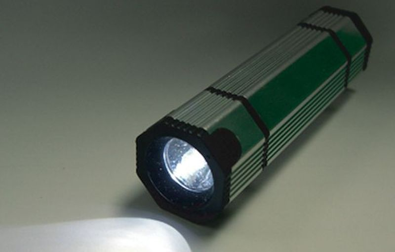 DIY water-powered flashlight
