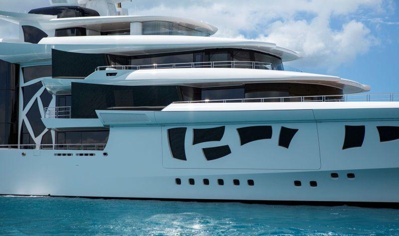 MY ARTEFACT - A hybrid superyacht with a unique design